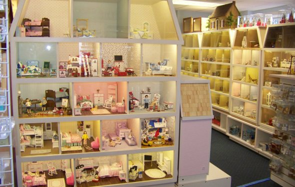 Merchant Spotlights - Building Dollhouses with Real Good Toys